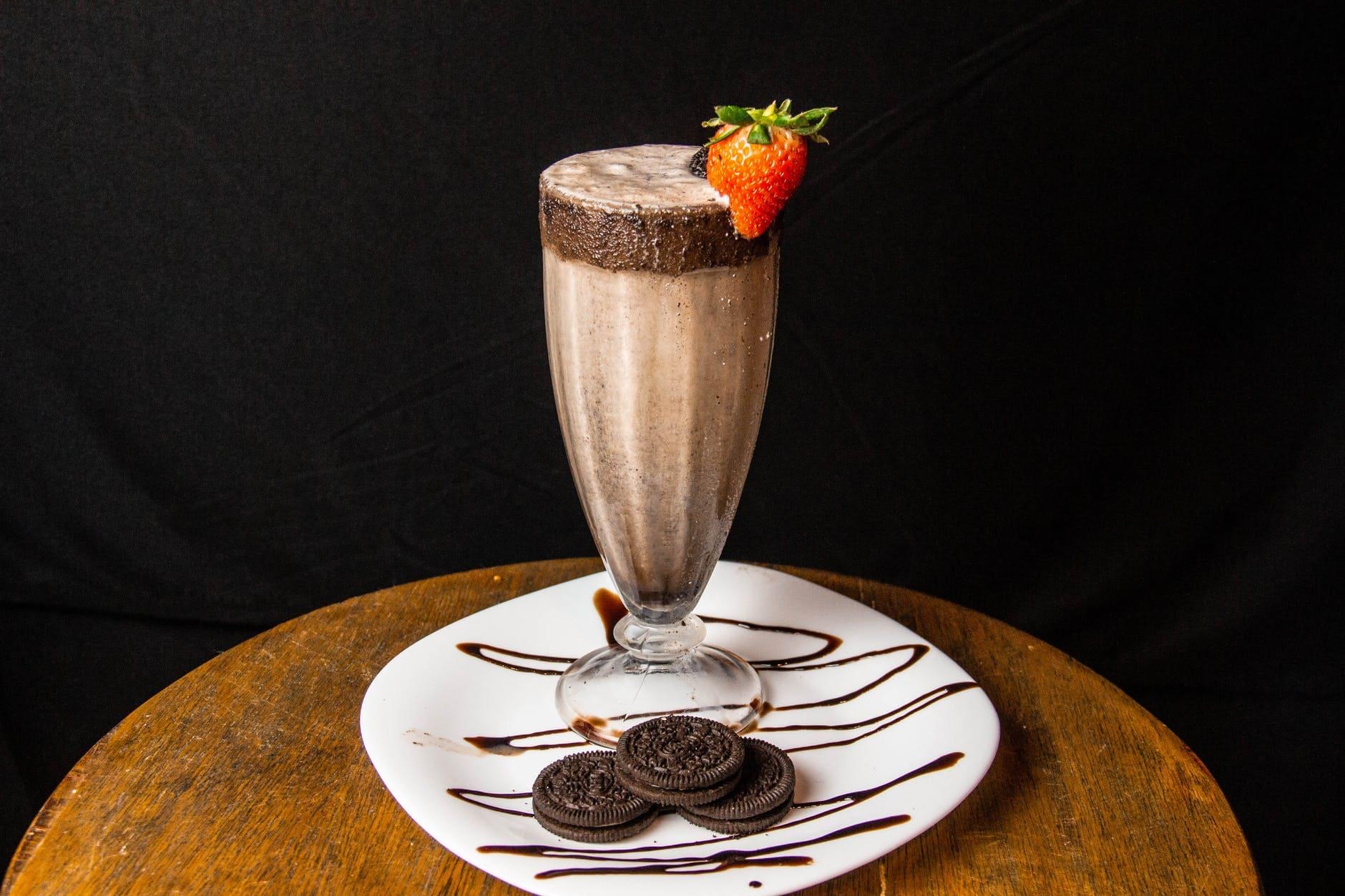 How to make a chocolate banana milkshake