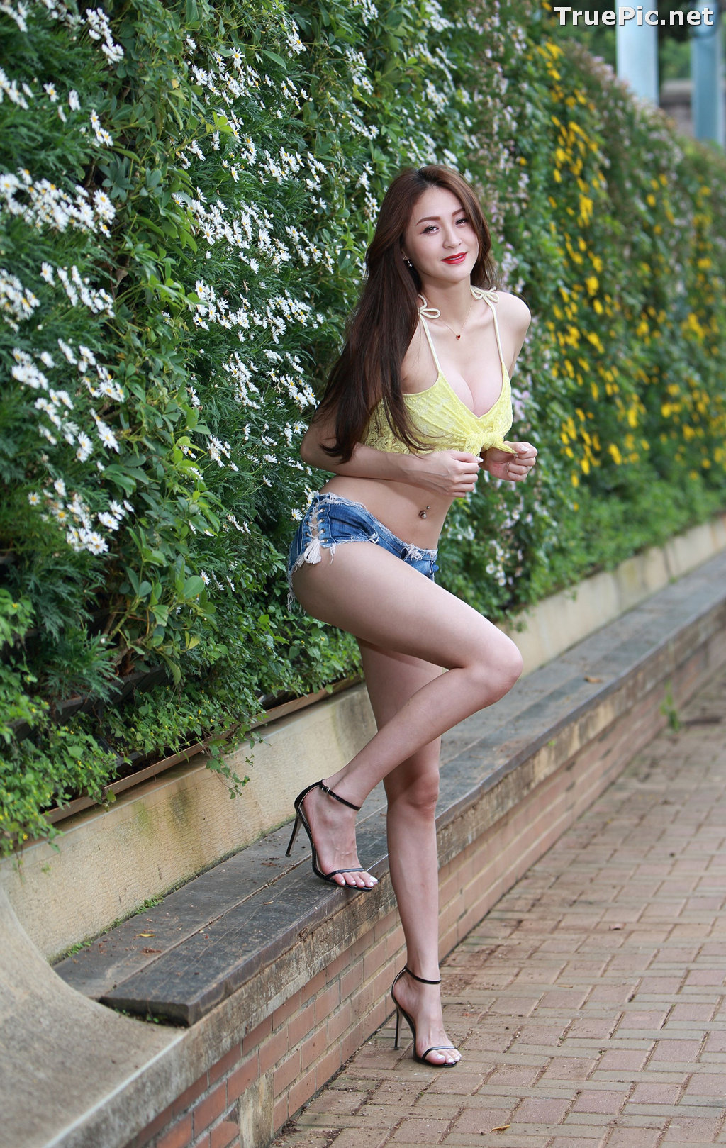 Image Taiwanese Long Legs Model – Lola (雪岑) – Sexy Crop Top and Short Jean - TruePic.net - Picture-10