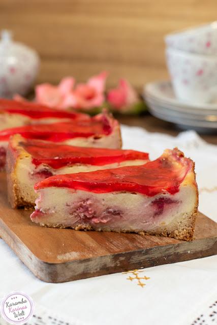Schmandkuchen mit Erdbeeren