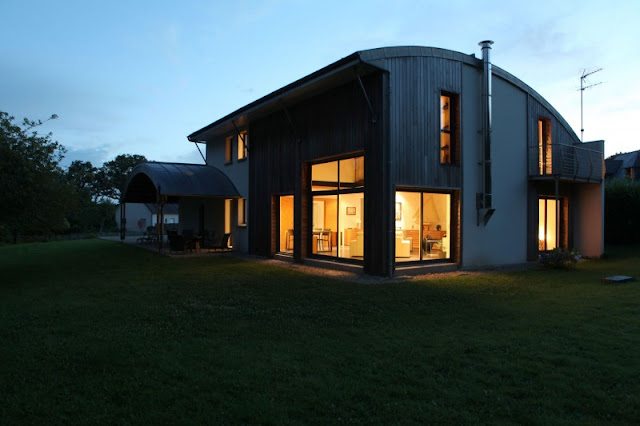 The Nature, Sustainable and Healthy - Bioclimatic House by Patrice Bideau