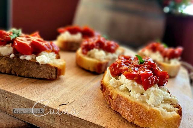 Crostinis, Xerries, Formatge, aperitiu, l'essència de la cuina, cuina facil, cocina facil, calaf