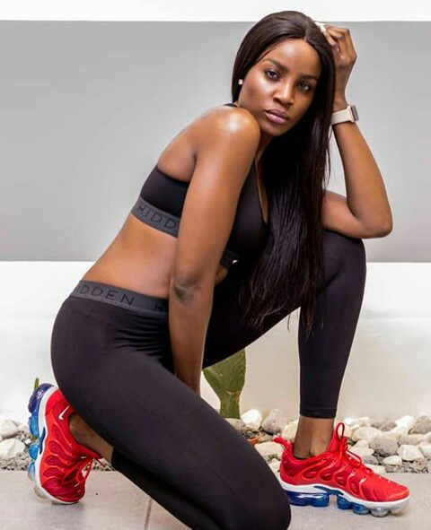 552c67a28 Don t you love girls who are fit! Nigerian singer Seyi Shay says it s never  too late to work on the booty she wants so she is starting out doing squats  to ...