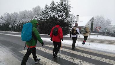 Salir a la montaña con el grupo de senderismo - escapadillas.com - alivia tus preocupaciones