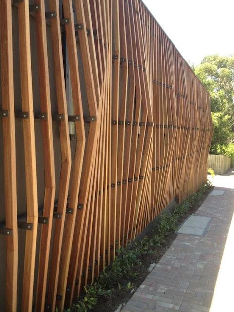 fatada riflaj lemn, mascare garaj, mascare pubele, gradina, mascare magazie, mascare calcan , beton, lemn