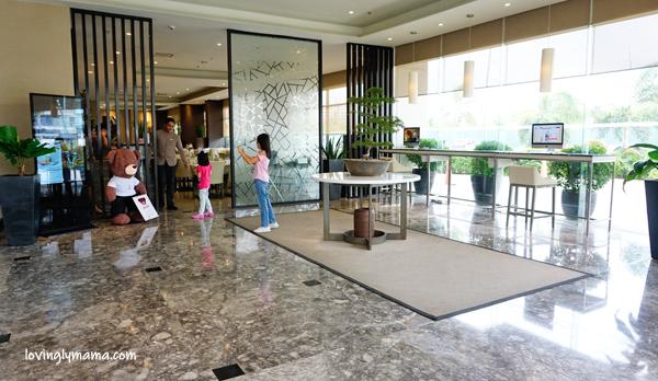 Seda Atria premier room review - Iloilo City - Iloilo hotels - Seda hotels - Philippines hotels - Bacolod blogger - Bacolod mommy blogger- family travel - homeschooling in  Bacolod - living room - lobby of Seda Atria