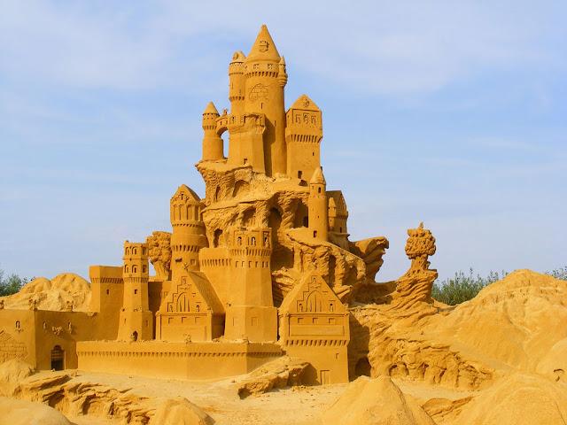 Sandbank Sculpture Festival in Blankenberg. (Photo sophie)