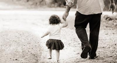 Mengapa Anak Perempuan Lebih Manja Dengan Ayahnya?