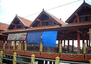 Pasar Apung Demaan