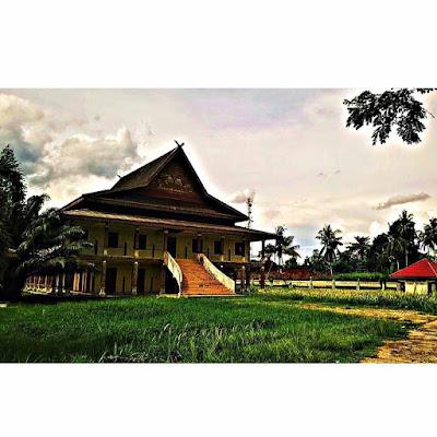 Istana Kerajaan Indragiri Danau Raja