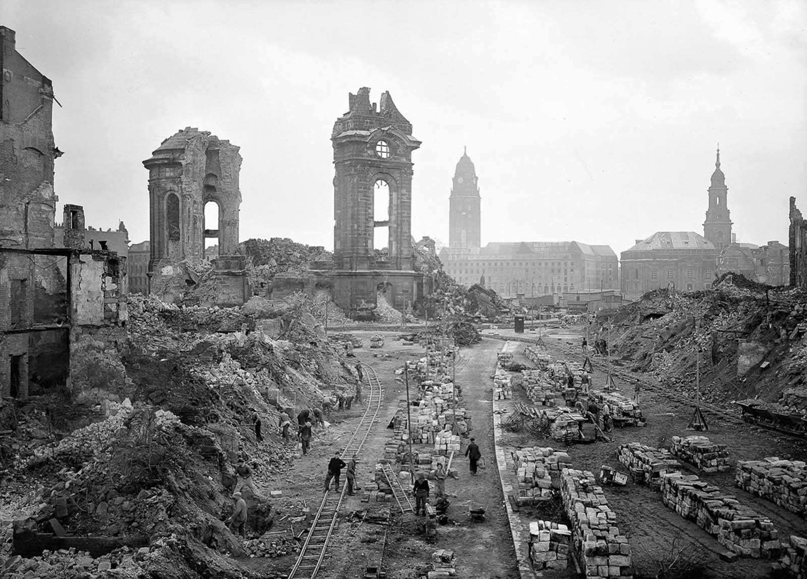 People clear rubble in front of the ruins of the Frauenkirche. 1952.