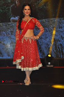 Bollywood Actress Model Sunny Leone Dance Performance in Red Half Saree at Rogue Audio Launch 13 March 2017  0129.jpg