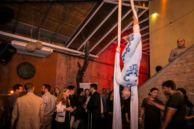 Performances circenses para confraternização de fim de ano da empresa Dentsply em São Paulo.