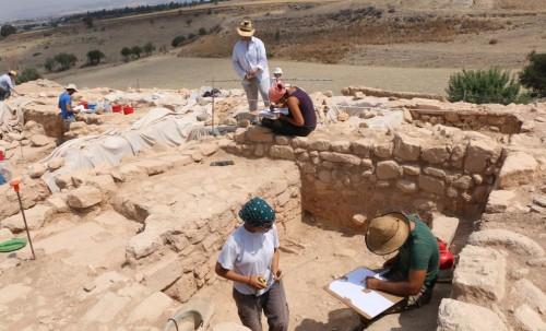 Στο «φως» εντυπωσιακό αρχαίο λίθινο τείχος στην Πάφο
