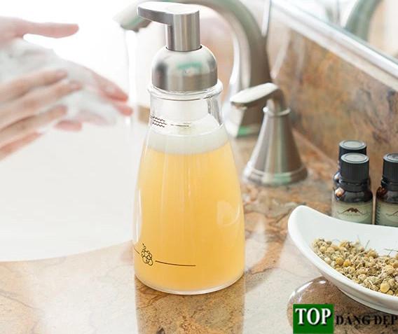 """DIY: Cách làm nước rửa tay tại nhà """"cực đơn giản"""""""