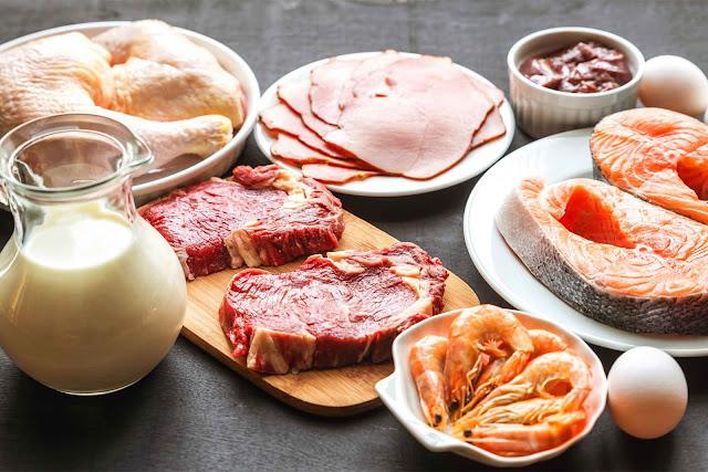 Meminum Susu dan Makanan yang Mengandung Protein