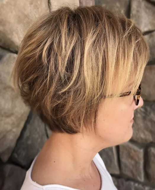 short hairstyles for over 40 with glasses