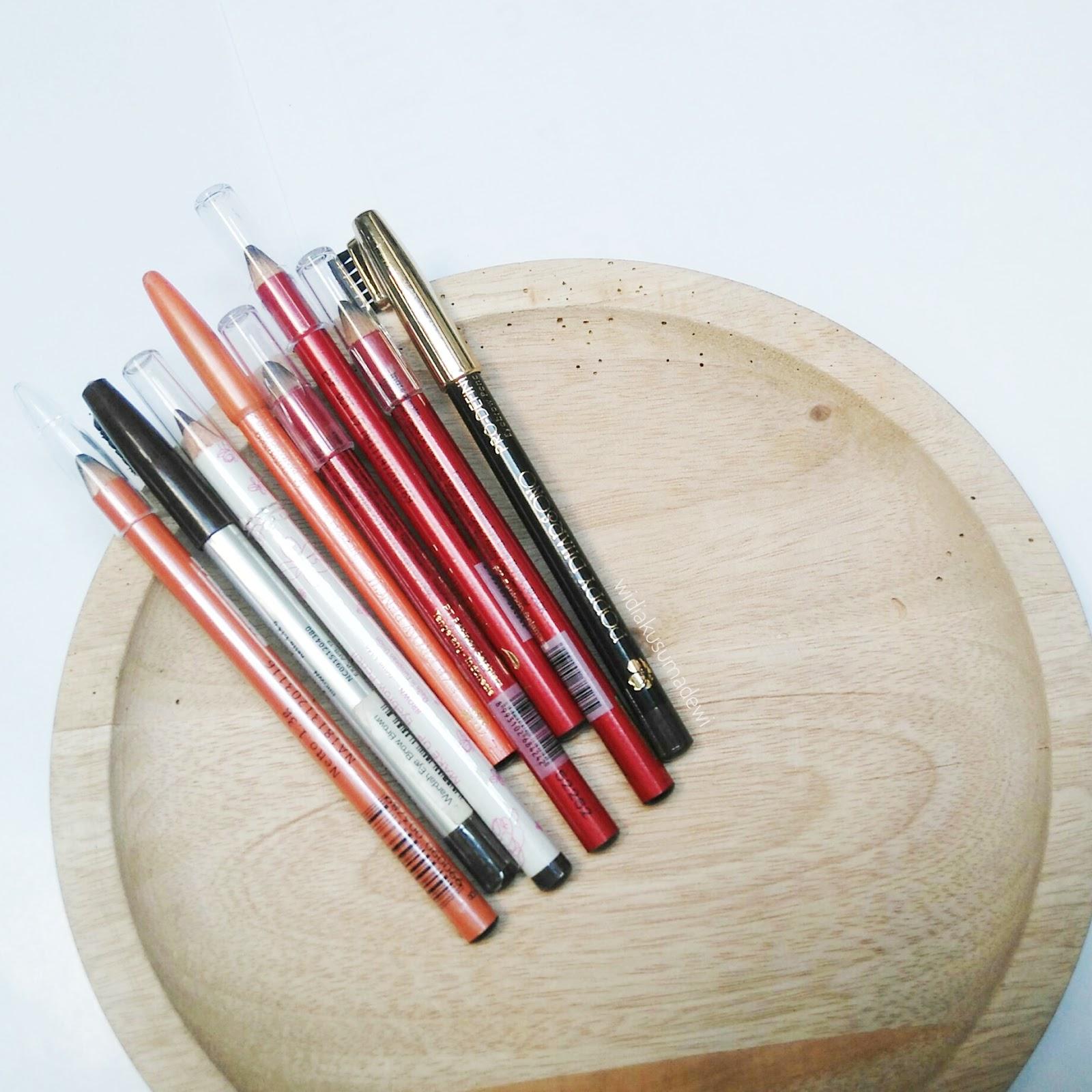 Okay kita mulai dari produk lokal yang pensil alisnya fenomenal Siapa lagi kalau bukan Viva Cosmetics Sesuai dengan namanya dia berbentuk pensil dan