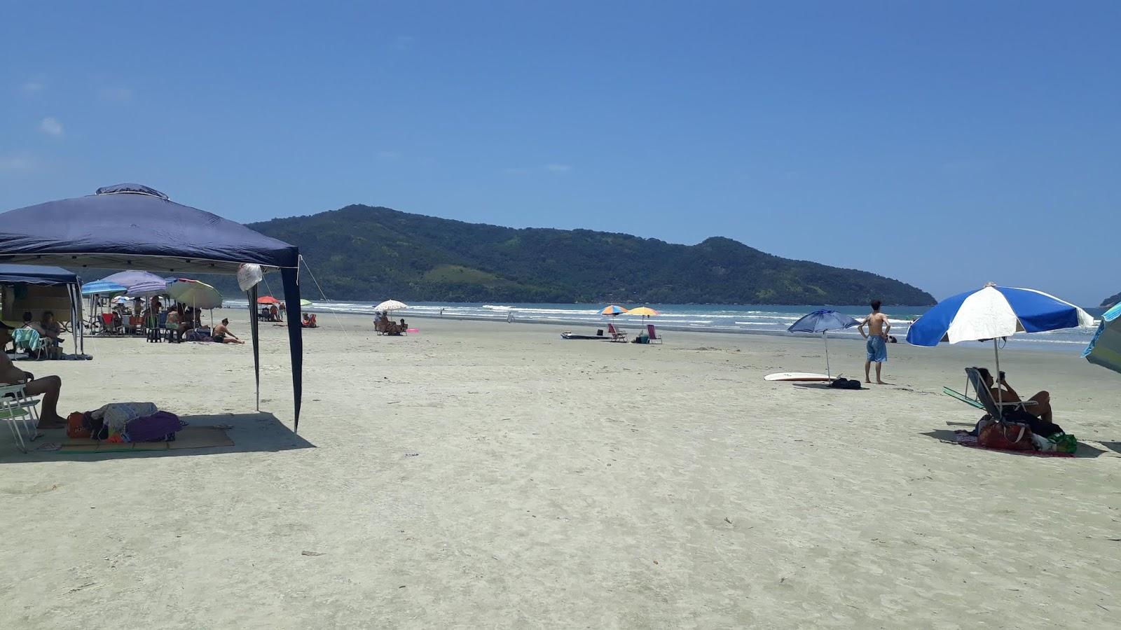 Pessoas desfrutando da Praia da Fazenda