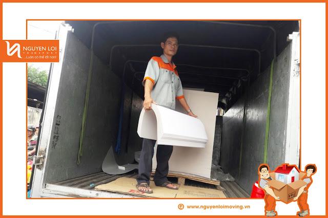 Xe 2 tấn chở hàng