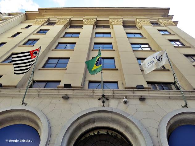 Perspectiva inferior da fachada do Espaço Bovespa - Centro - São Paulo