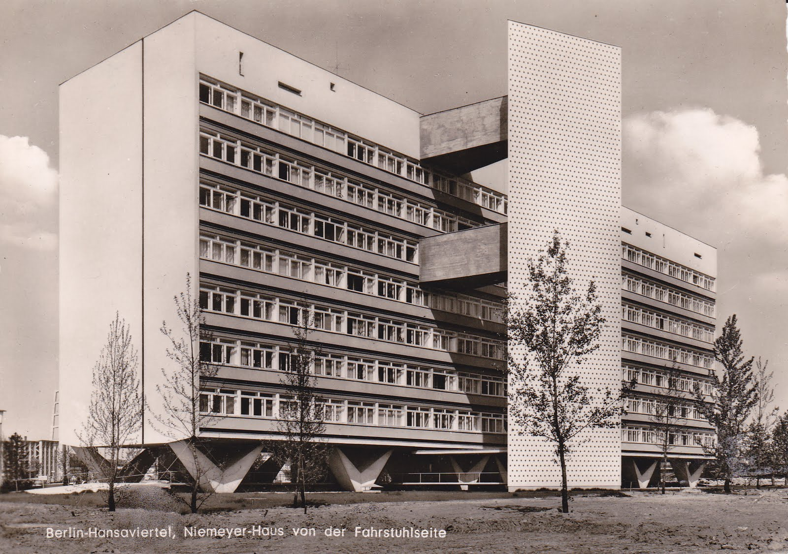 postales inventadas making up postcards 836 berlin hansaviertel niemeyer haus van der. Black Bedroom Furniture Sets. Home Design Ideas