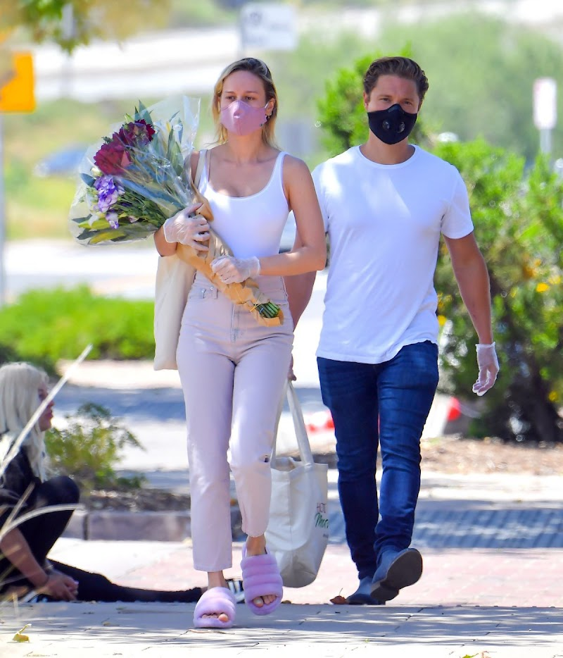 Brie Larson and Elijah Allan-blitz at Farmer's Market in Los Angeles 26 Apr-2020