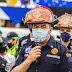 Le imponen el casco de comandante general de los Bomberos Municipales Departamentales al alcalde Juan Carlos Pellecer