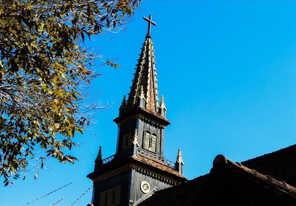Khám phá ngôi nhà thờ gỗ hơn 100 tuổi ở Kon Tum