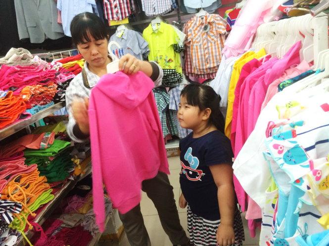Mở cửa hàng bán quần áo trẻ em cần chuẩn bị những gì
