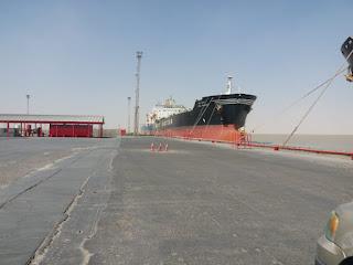 النقل تستقبل عدداً من السفن التجارية وناقلات النفط على ارصفة موانئها