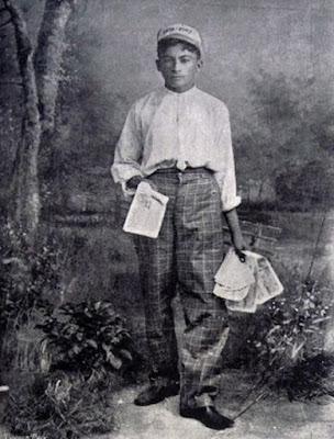 Garoto vendedor de bilhetes de loteria em 1904