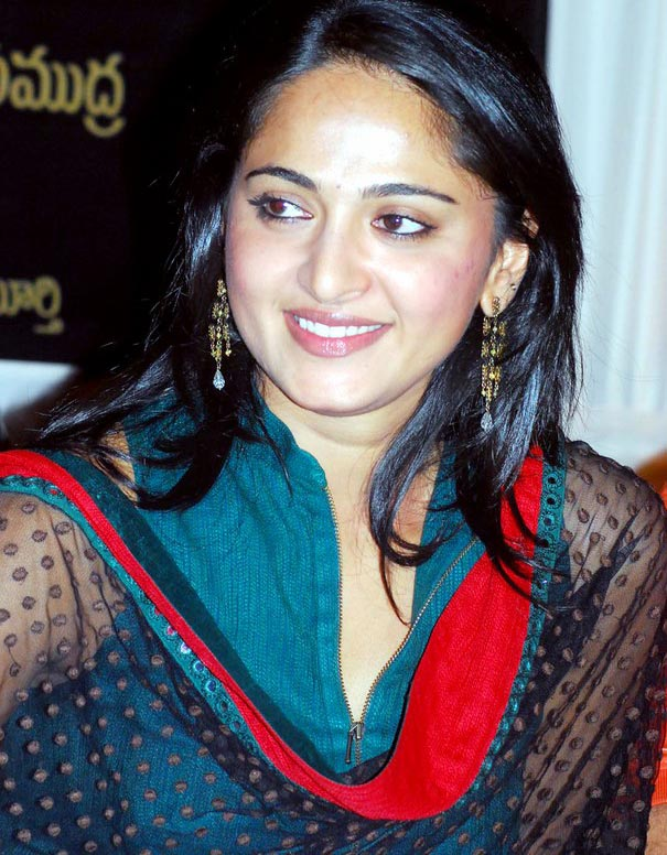 Anushka Shetty Smiling Face Photos In green Dress