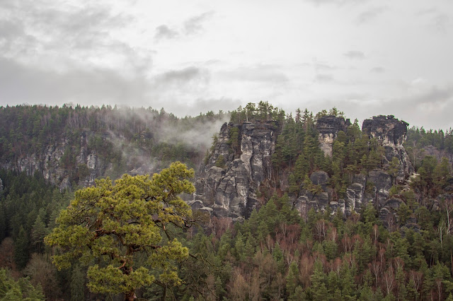 rundweg saechsische schweiz bastei basteibruecke elbsandsteingebirge 01