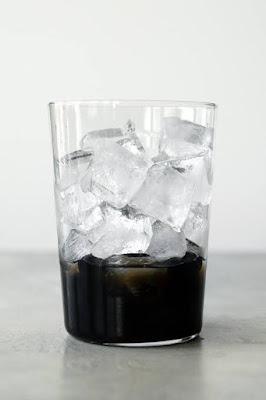 Add ice to bubble tea