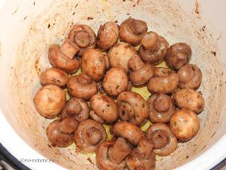 Ciuperci prajite la ceaun reteta traditionala de casa gatite sote cu ulei unt usturoi vin condimente si plante aromatice retete culinare rapide mancare garnitura mancaruri garnituri champignon,
