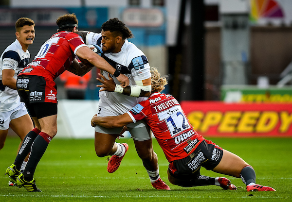 Nathan Hughes of Bristol Bears carries into Danny Cipriani and Billy Twelvetrees of Gloucester Rugby