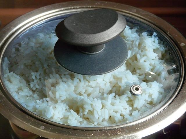 Memasak Nasi di Rice cooker