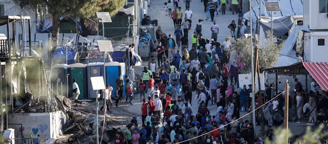 Νέα επεισόδια στη Μόρια: Αφγανοί έκλεισαν το δρόμο - Ζητούν ηλεκτρικό ρεύμα και εγκατάσταση στην ενδοχώρα