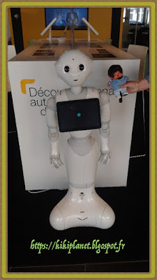 Bubbles le Monchhichi et Pepper le robot humanoïde - renault - softbank