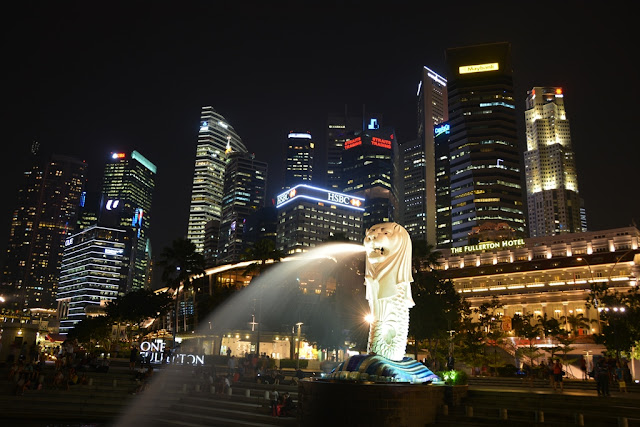 Singapore by night Merlion skyline