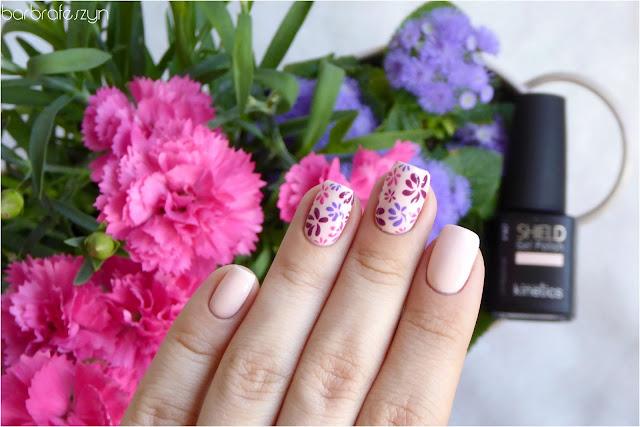 kwiatki na paznokciach hybrydowych