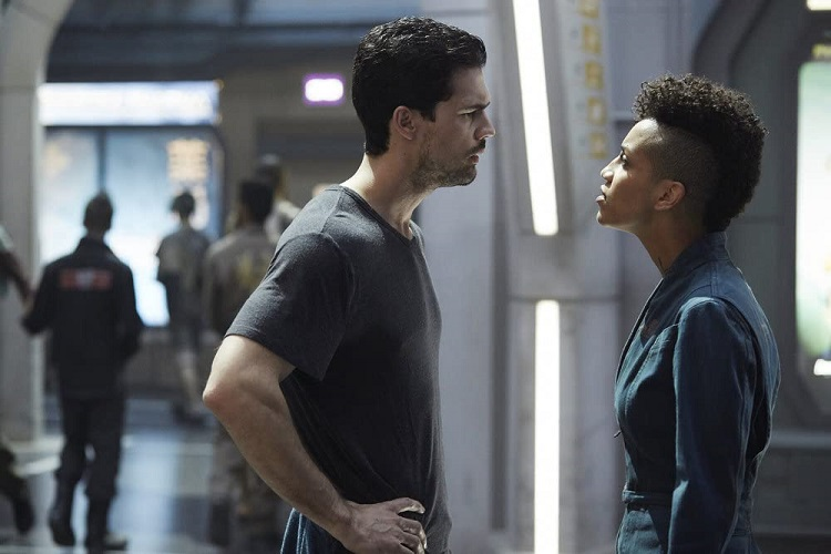 Steven Strait and  Dominique Tipper in The Expanse