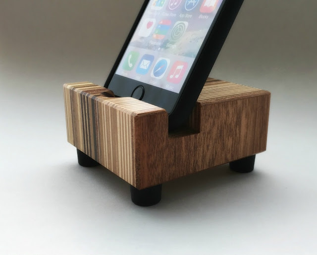 Smartphone Stand in Reclaimed Wood