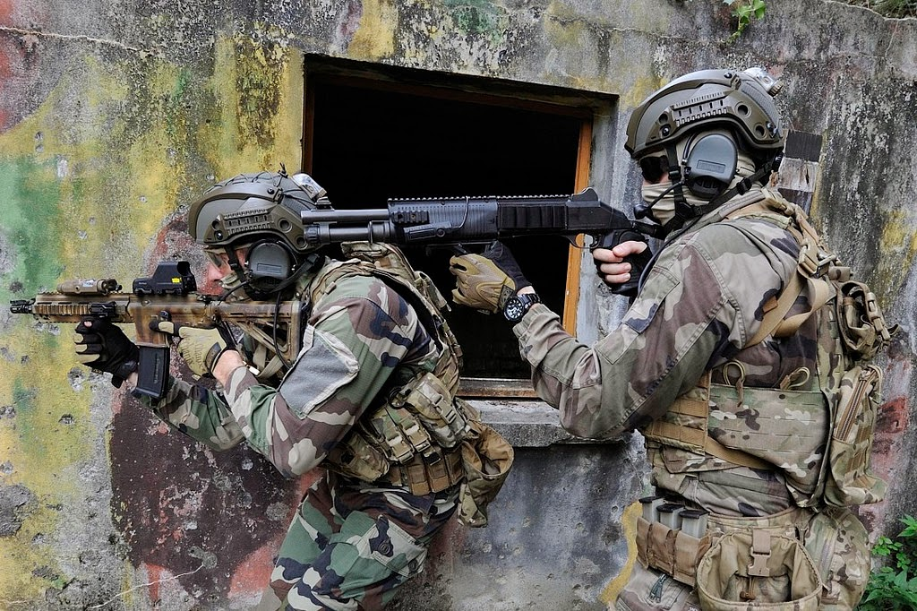 The 1st Marine Infantry Parachute Regiment (French: 1er