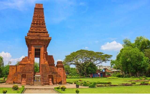 Candi Bajang Ratu Trowulan