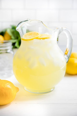 plain lemonade is good drink in summer