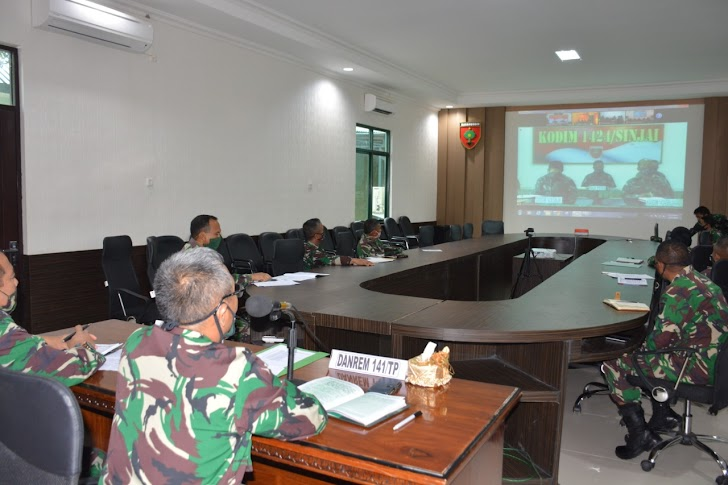 Brigadir Jendral. Djashar Djamil, Laksanakan Vicon/ Video Confrence Dengan Para Dandim Jajaran Korem 141/Tp