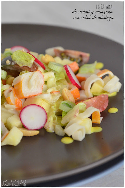Ensalada de surimi y manzana con salsa de mostaza