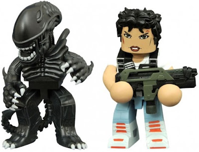 Aliens Vinimate Vinyl Figures by Diamond Select Toys - Ellen Ripley & Warrior Alien Big Chap