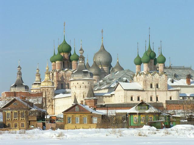 La kremlo en Rostov la Granda vintre